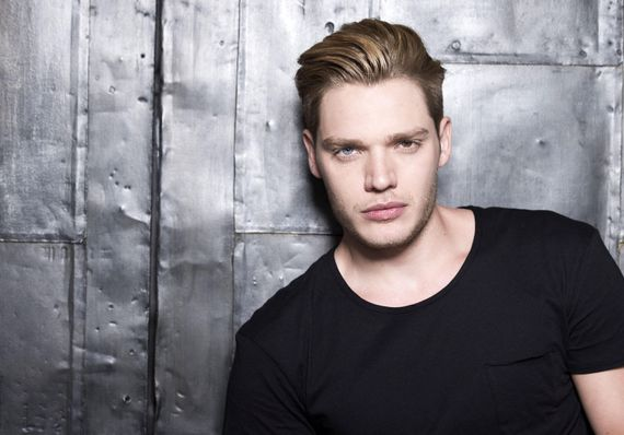 'Shadowhunters' Dominic Sherwood finds the magic in tech     – CNET