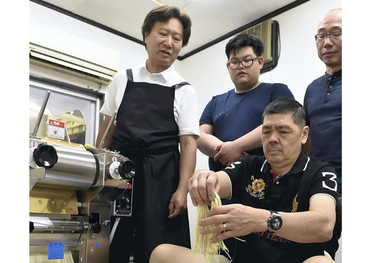 More foreigners learning how to make ramen in Japan
