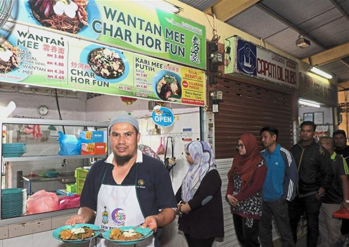 Halal wantan mee with chicken meat selling like hot cakes