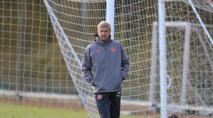 Arsene Wenger expects Gunners response at Stamford Bridge