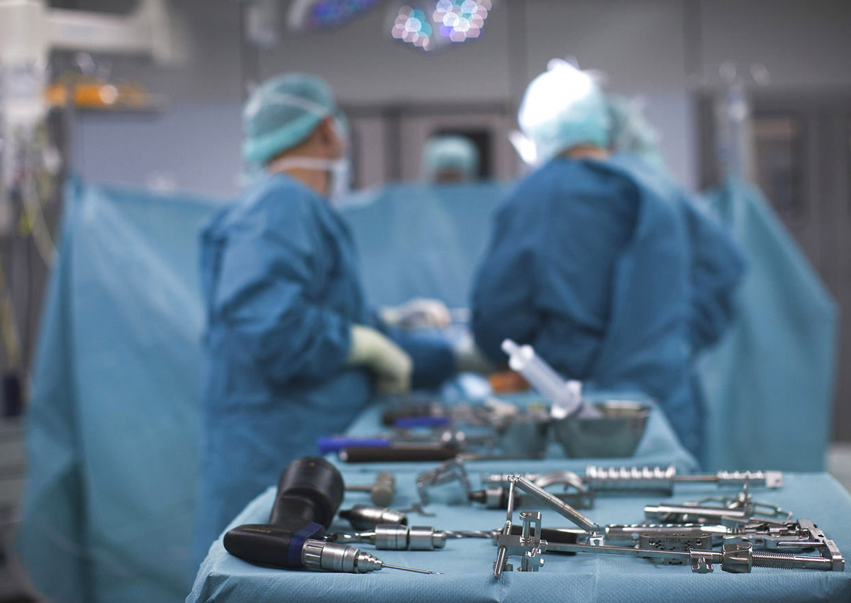Do fewer patients die with female surgeons?