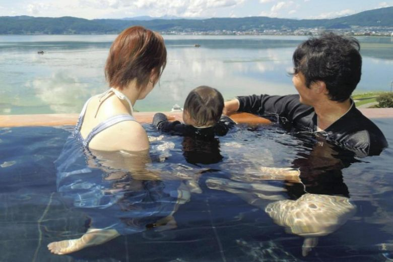 More hot spring resorts in Japan allow guests into onsen while clothed