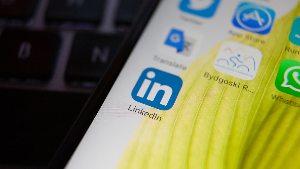 LinkedIn and Microsoft team up for a resume building tool in Word