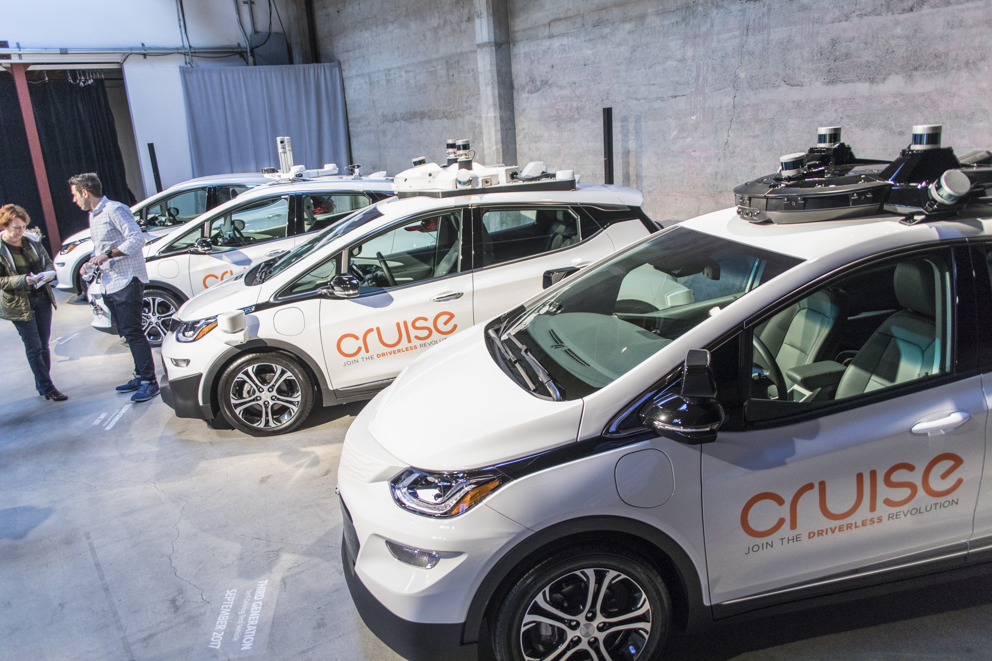 Cruise's self-driving launch plan doesn't include small-scale pilots like Waymo's