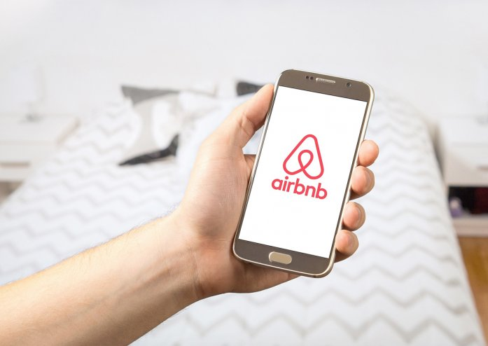 How to avoid getting scammed on fake Airbnb websites