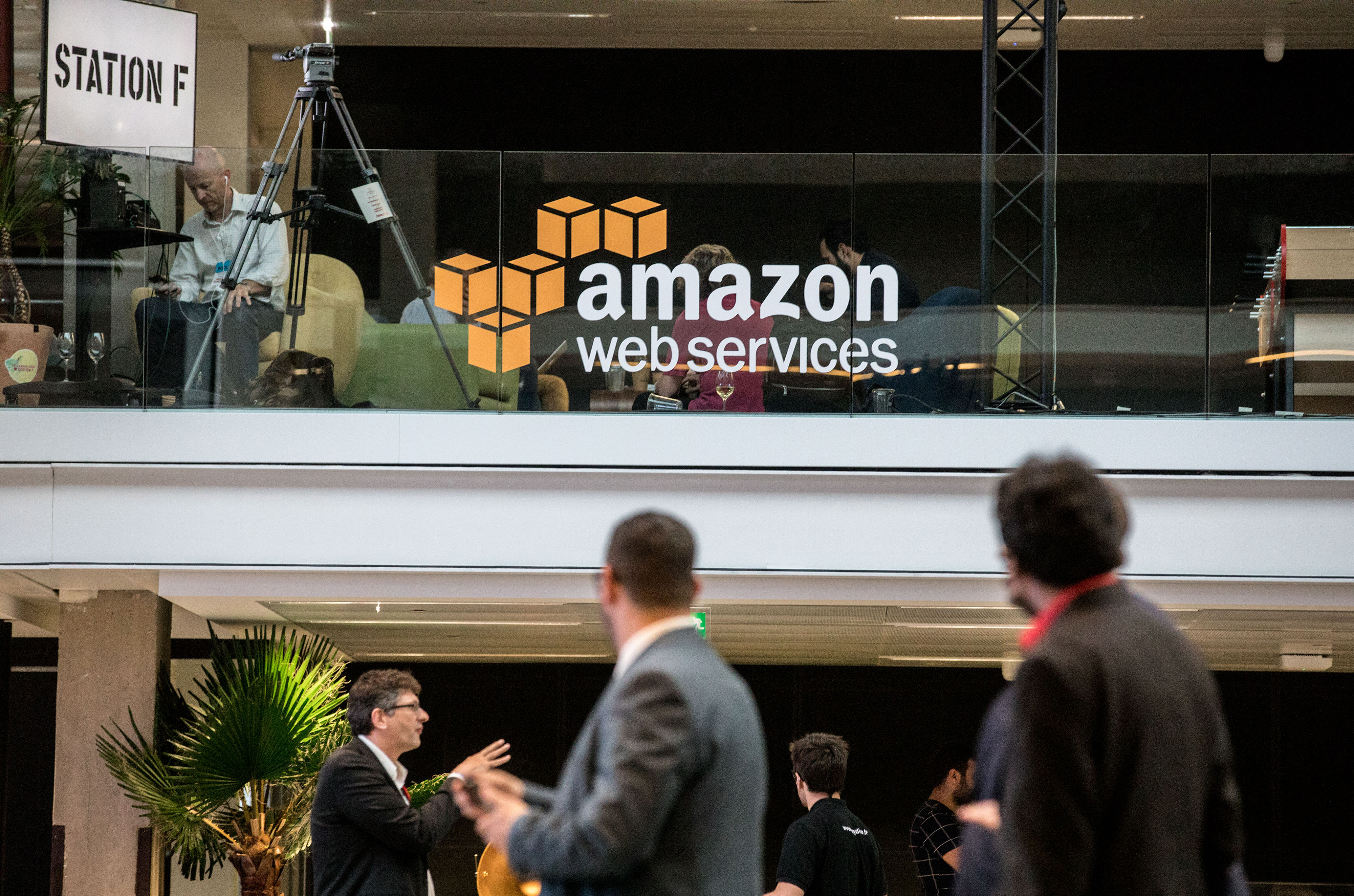One month after denying it will exit China, AWS opens its second region there