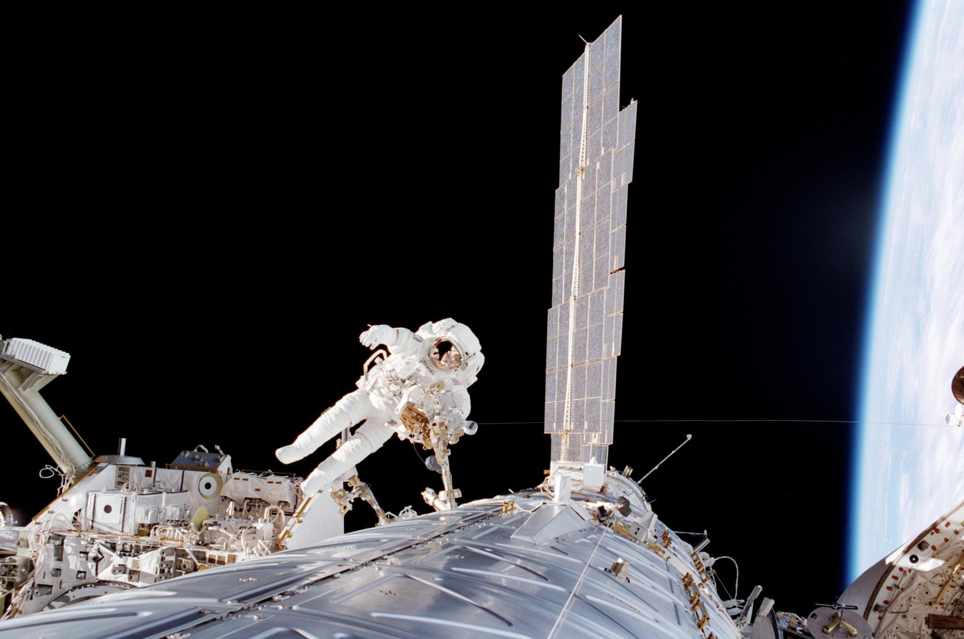 New spacesuit 'go home' function could save astronaut lives