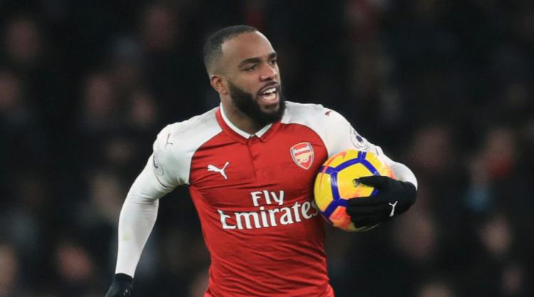 Wenger defends decision to play doubtful Alexandre Lacazette against United