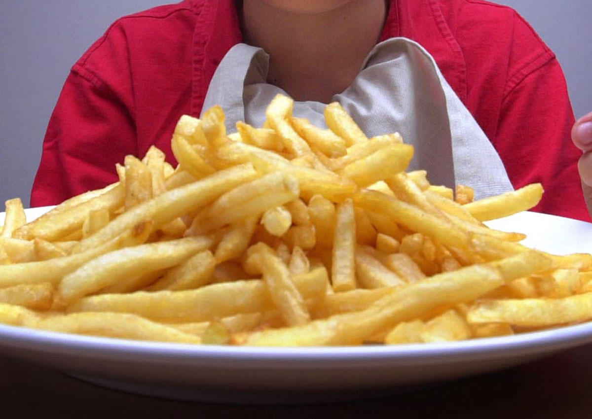 Regular takeaway meals linked to higher body and blood fats in kids