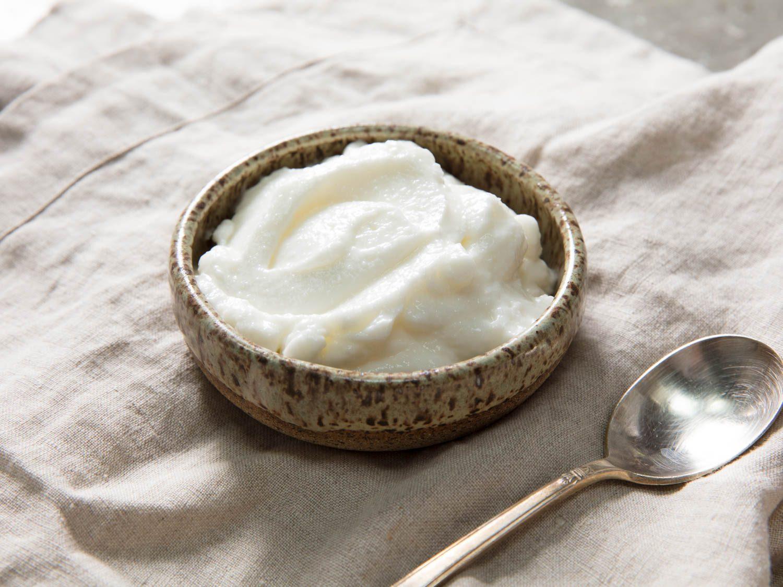Traditional Toum (Lebanese Garlic Sauce) Recipe