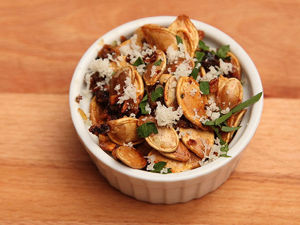 Roasted Pumpkin Seeds With Garlic and Parmesan