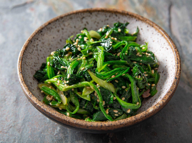 Korean Marinated Spinach Banchan (Sigeumchi Namul)